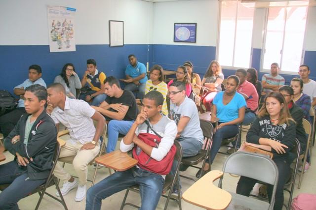 27 jóvenes ingresan a la carrera de despachador de vuelo en el ISFPA
