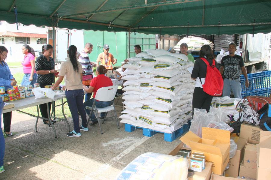 Feria agrícola con precios populares en la AAC