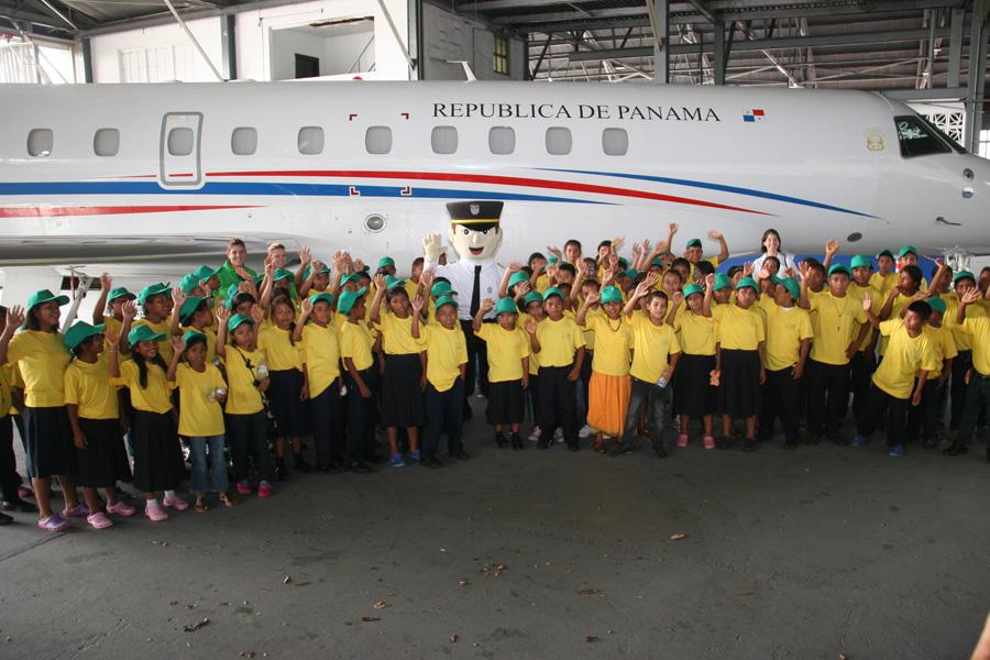 Sorpresas y alegrías para niños de Veraguas que visitan a la Autoridad Aeronáutica Civil