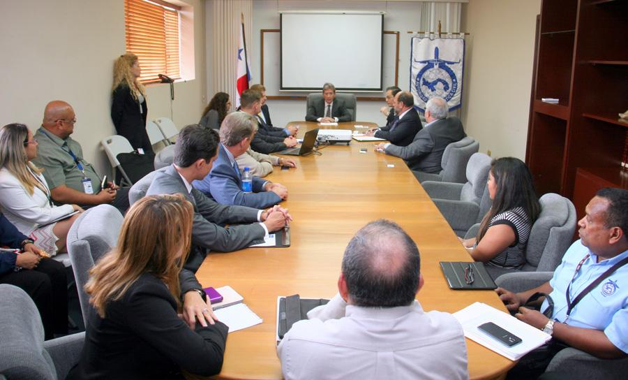 Autoridades de Aeronáutica Civil se reúnen con especialistas en la industria de la aviación