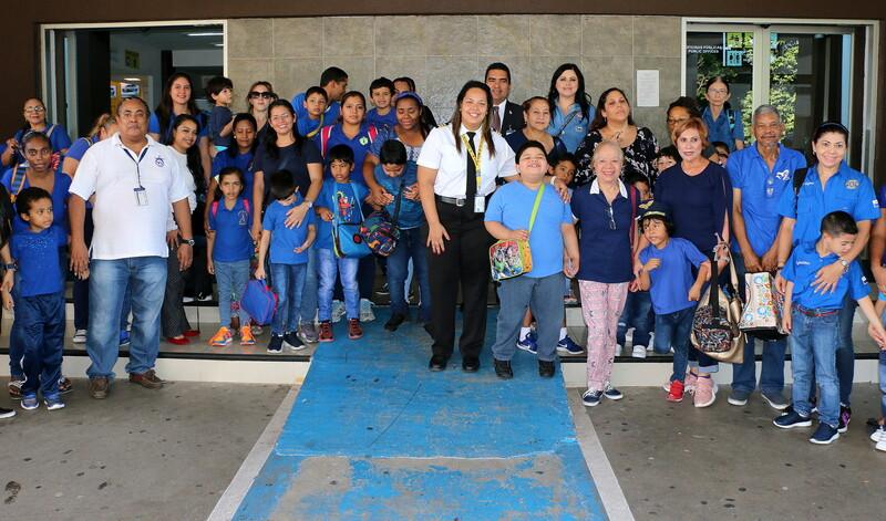 26 niños le dan vida al Aeropuerto Internacional Marcos A. Gelabert con su visita