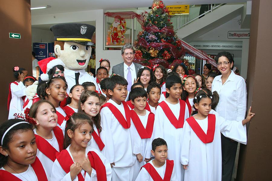 Â¡La Navidad llegó al Aeropuerto Marcos A. Gelabert!