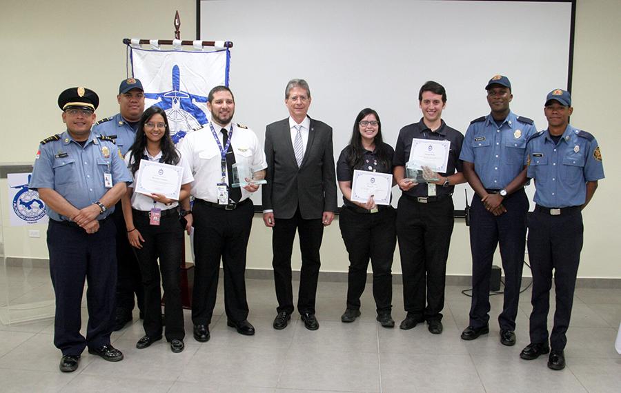 Pilotos reciben Premio Águila Verde 2017