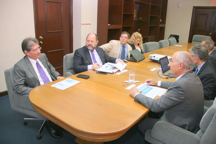 Delegación española en servicios de seguridad aérea se reúne con la AAC