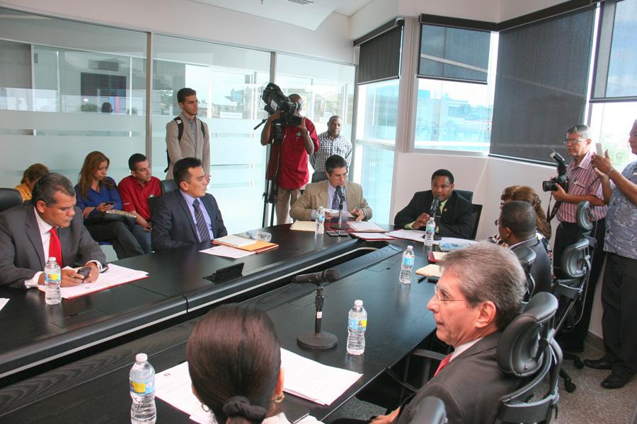 Director general de la AAC participa  en análisis sobre ley de drones