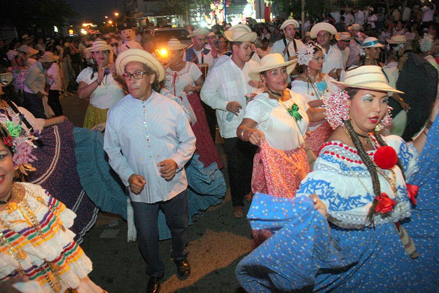AAC Participa en el Desfile de las Mil Polleras