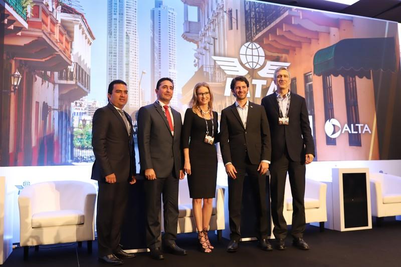 IATA reúne a líderes de la industria de la aviación para conocer las oportunidades y retos que enfrenta la industria del transporte aéreo en Panamá.