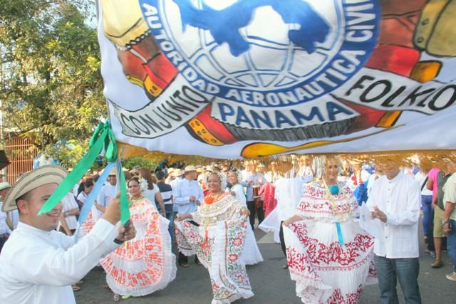 Conjunto Típico de la AAC presente en el Desfile de las Mil Polleras