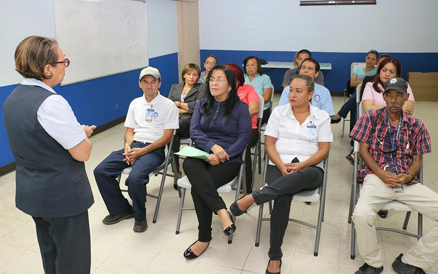 colaboradores de la AAC participan de seminario sobre unión familiar