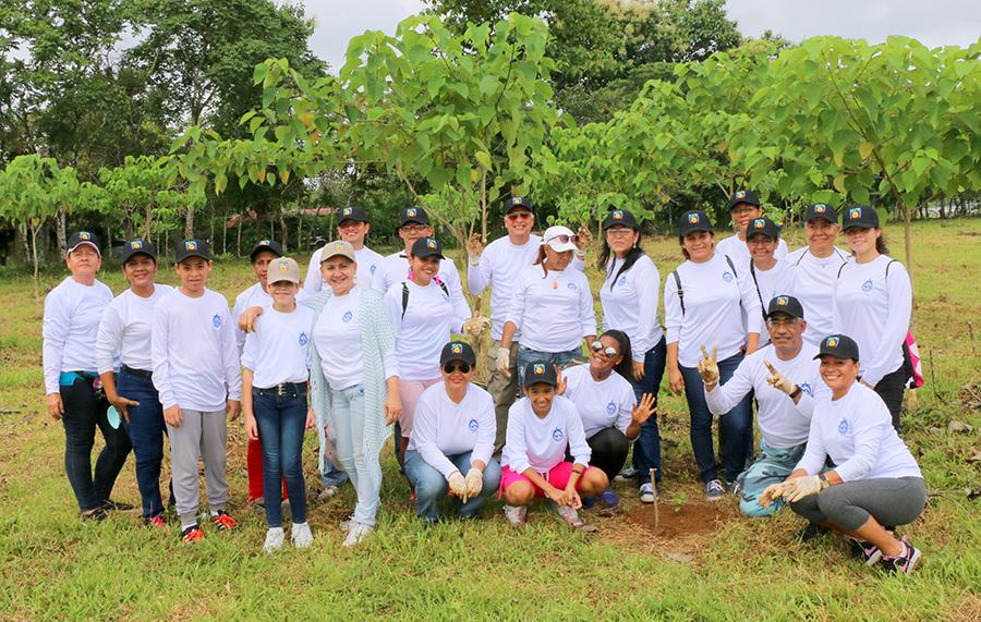 AAC Contribuye con la Reforestación Nacional