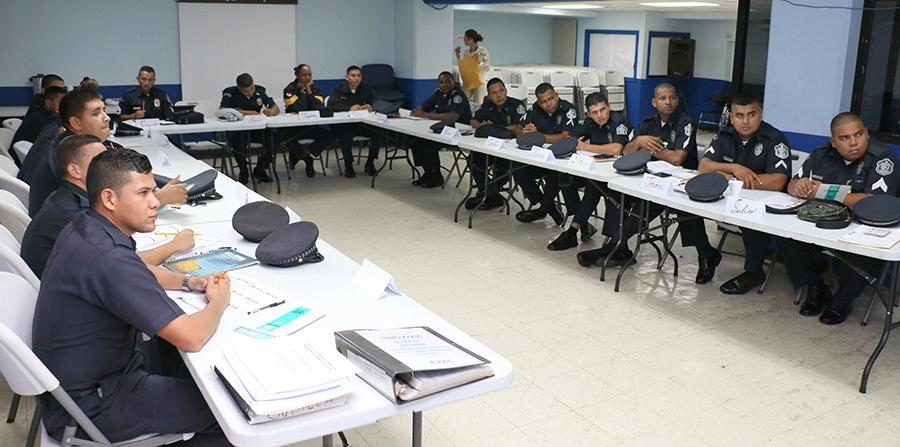 AAC dicta Seminarios a Policias Aeroportuarios