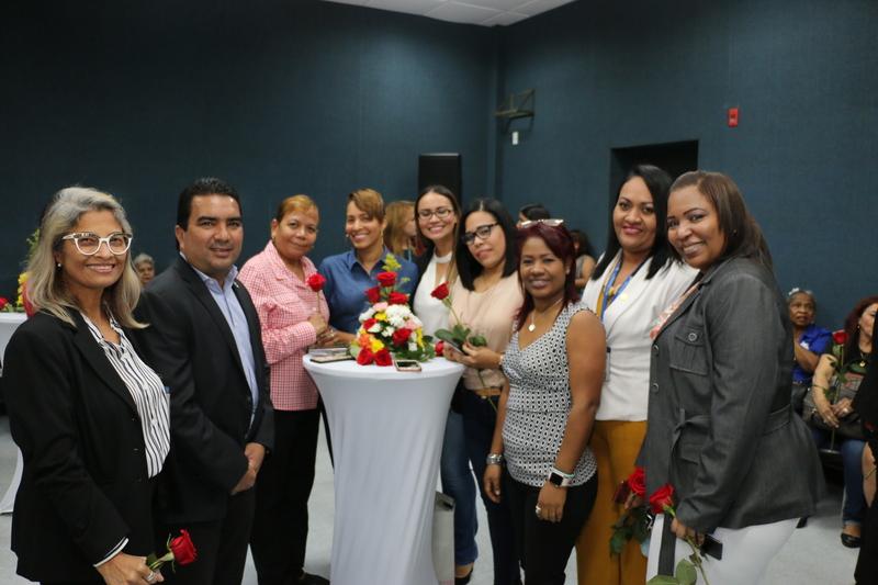Con mucha alegría madres de la Autoridad Aeronáutica Civil celebran su día