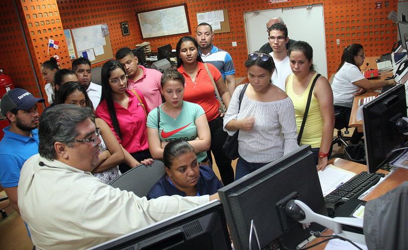 Visita de la Facultad de Ingeniería de la Universidad Latina